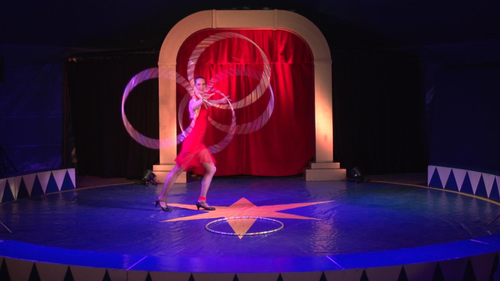 Laura-Cohen-Hula-Hoop-Show-circusevents-koeln-2