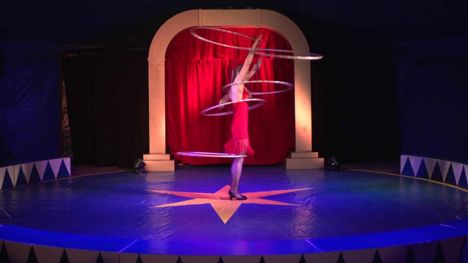 Laura-Cohen-Hula-Hoop-Show-circusevents-koeln-4